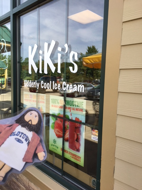 Flat Jesus at Kiki's for Ice Cream